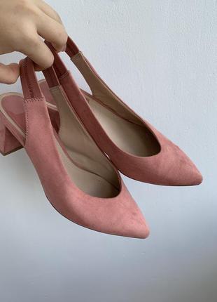 Туфлі stradivarius