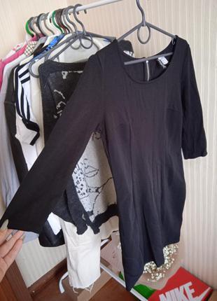 Черное платье с вставками