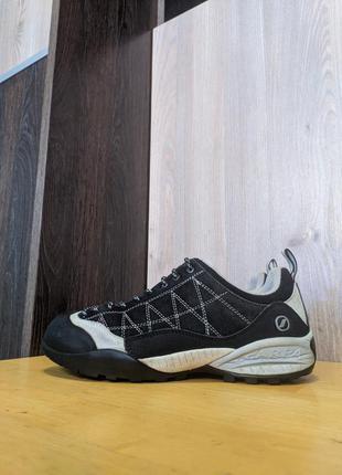 Кроссовки треккинговые кожаные scarpa vibram