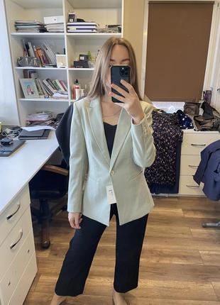 Классный пиджак цвета оливка