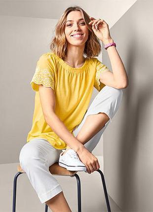 Красива стильна блуза з перфорованою вишивкою