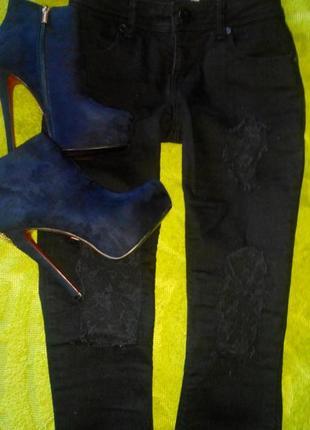 Стильные рваные джинсы asos c гипюровыми вставками
