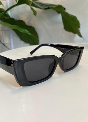 Солнцезащитные очки в чёрном цвете