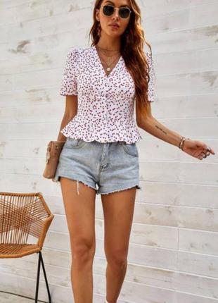 Красивая блуза с v вырезом и с резинкой на талии