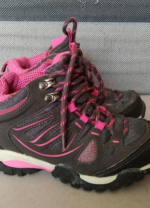 Демисезонные кроссовки на девочку