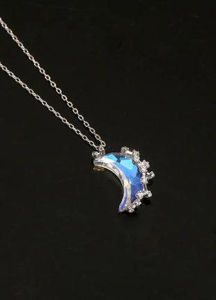 Нежный миниатюрный кулон луна на цепочке из нержавеющей стали. кристалл с голографическим эффектом напівмісяць