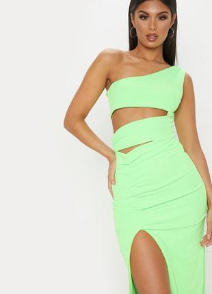 Неоновое макси платье с разрезами prettylittlething