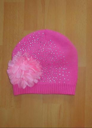 Красивая нежная деми шапка. мягкая и приятная на ощупь. подёйдёт на 6-9 лет. тянется очень хорошо. м