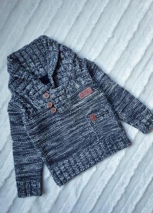Стильный теплый вязаный свитер