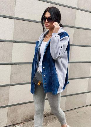 Джинсовая куртка с трикотажными вставками на флисе