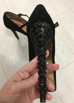 Шикарные туфельки betsey johnson с открытым носком. р.39. натуральная замша!