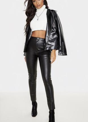 Черные плотные брюки под кожу