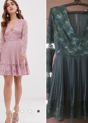 Короткое приталенное платье с кружевом и плиссировкой asos design petite
