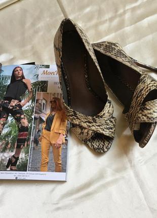 Туфельки босоножки змеиный принт с открытыми пальчиками размер 36 от tory burch