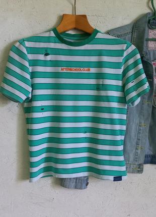 Стильная футболка в полоску с надписью рваностями от pull&bear