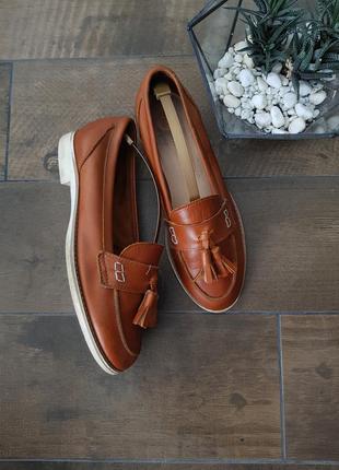 Кожаные карамельные коричневые туфли лоферы с кисточками