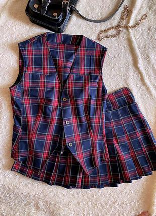 Школьный костюм юбка гармошка жилетка клетка дизайнерская работа синяя красная