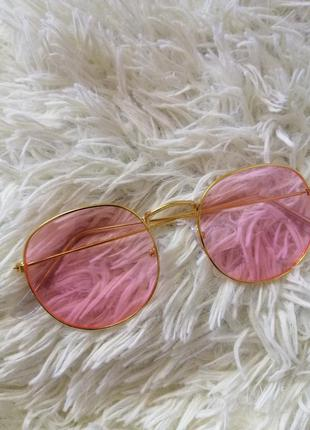 Очки солнцезащитные с розовыми стеклышками и золотой оправой