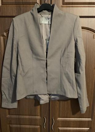Пиджак серо-бежевый