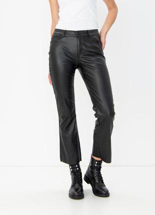 Короткие кожаные брюки