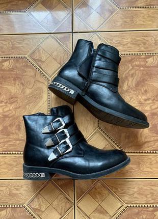 Ботинки сапожки deezee чёрные эко кожа с фурнитурой деми осенние
