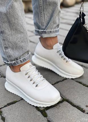 Кожаные демисезонные кроссовки. наложка