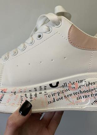 Стильные кроссовки с надписями