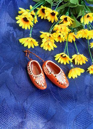 Башмачки ссср сувенирные пара туфельки советские сувенир подвеска декоративные миниатюра керамика ручная роспись этно стиль глина винтаж