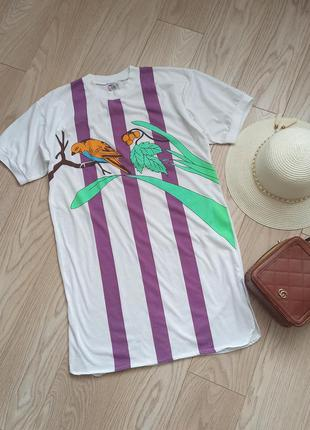 Белое платье футболка с попугаем