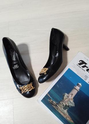 Шикарные туфли с золотой цепью черные лодочки