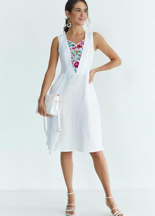 Вишита лляна сукня (5033)