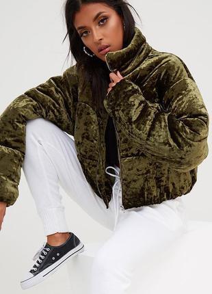 Велюровая объёмная куртка пуффер укороченная в цвете хаки