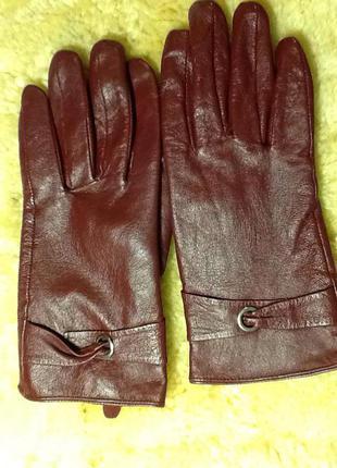 Много кожаных перчаток!!!! отличные перчатки