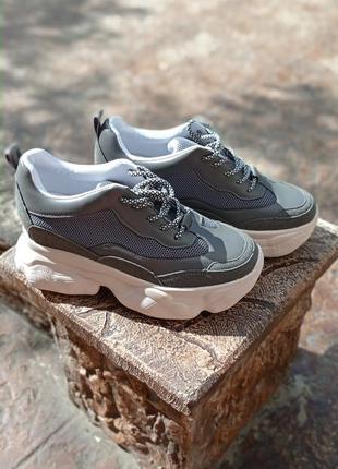 Крутые кроссовки / сникерсы