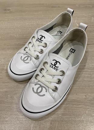 Взуття жіночі макасини
