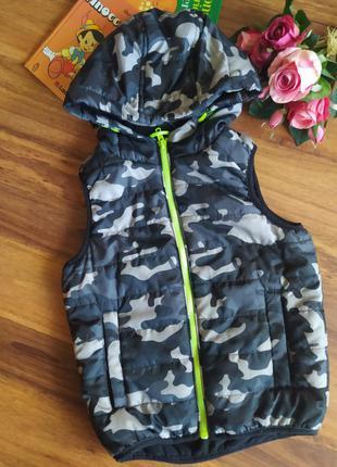 Модная теплая стёганая жилетка на парня urban на 6 лет.