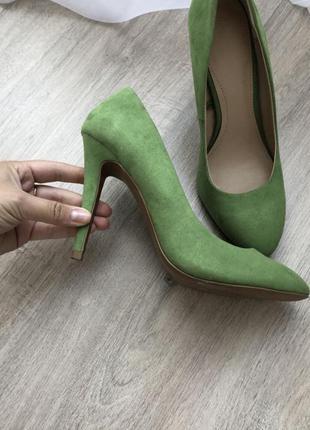 Зелёные туфли zara. успейте встретить осень ярко!