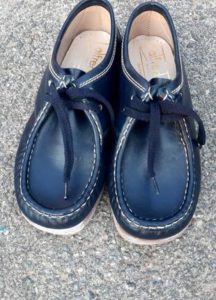 Шкіряні туфельки.