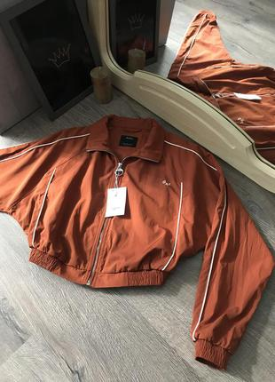 Горчичная куртка на осень bershka