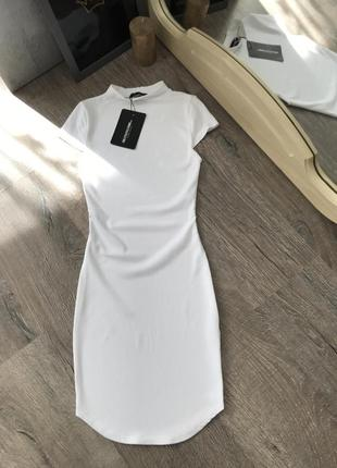 Белое платье по фигуре plt