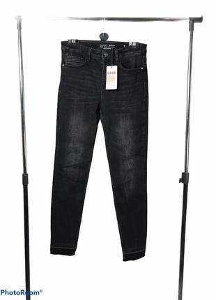 Чёрные джинсы скинни с необработанными краями