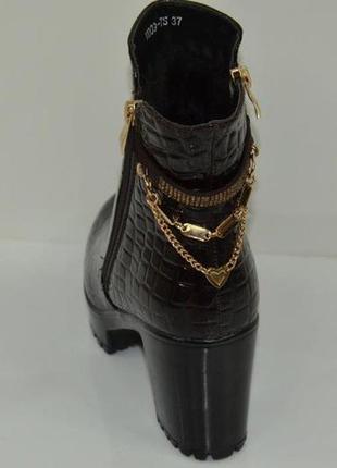 Скидка! нарядные, зимние  ботиночки на  антискользящей подошве с густым мехом! 24см