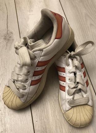 Женские кожаные кроссовки adidas (38р)