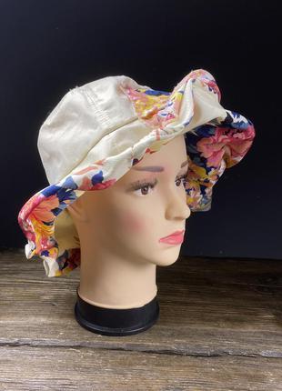 Шляпа легкая, светлая с цветами