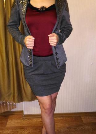 Стильный костюм: пиджак и юбка