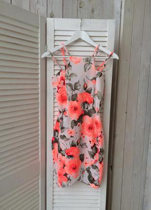 Яркое стильное платье diva