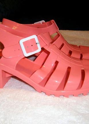 Яркие розовые резиновые босоножки сандали от select
