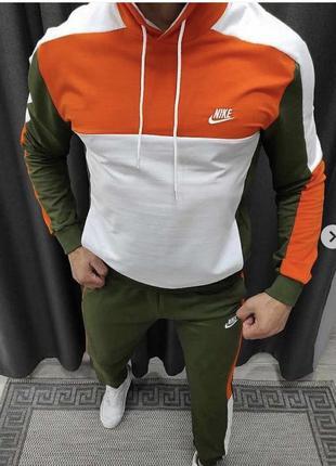 Крутой и яркий спортивный костюм