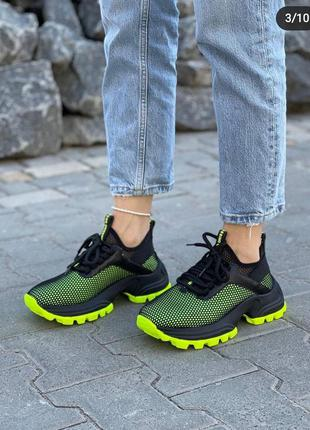 Яркие кроссовочки