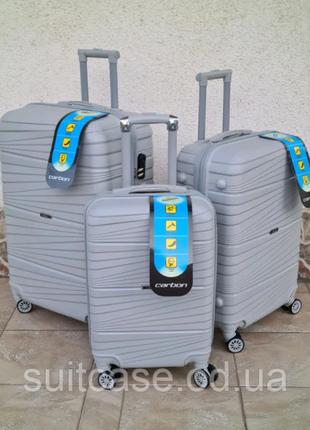Ударостойкий чемодан из полипропилен carbon 2020